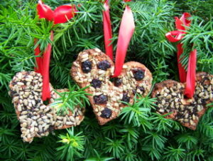 birdfeeder heart decoration
