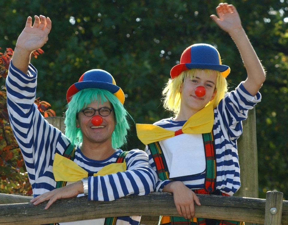clowns to entertain children