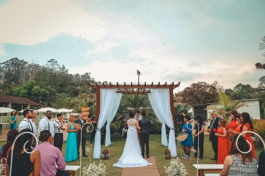 budget-friendly wedding tips