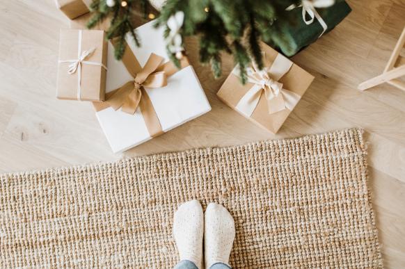 Save Money This Christmas With Minimalist Principles