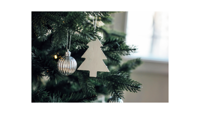 7 ways to Decorate for Christmas Like a Minimalist