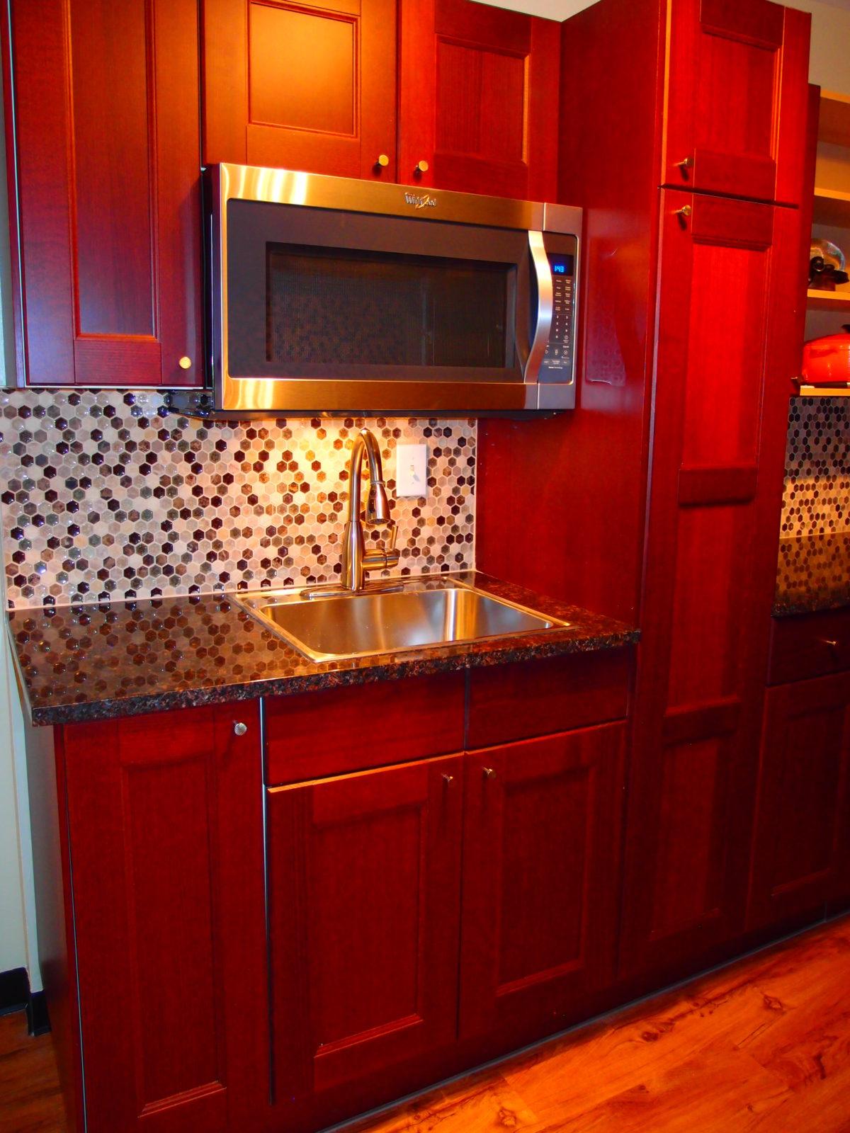 909 female kitchen 2