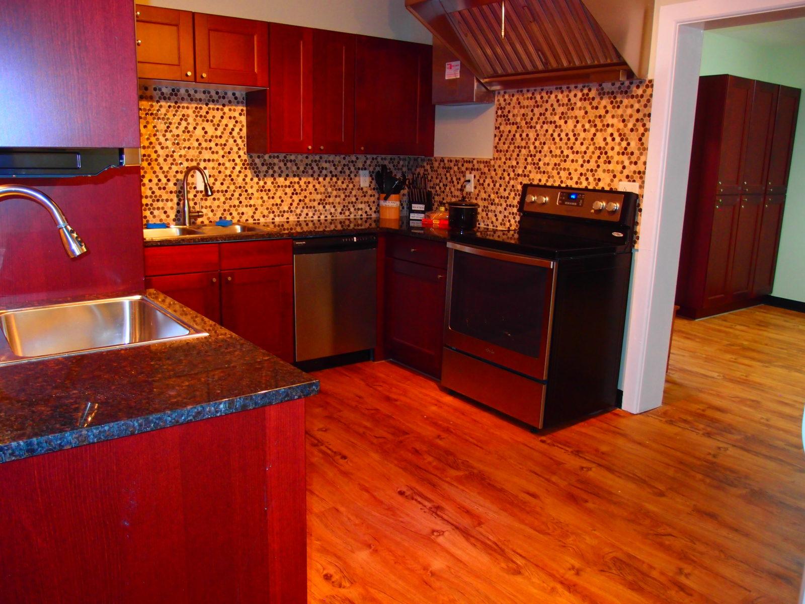 909 female kitchen 4