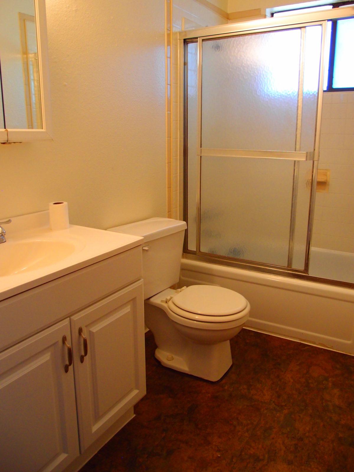 2166 Dexter: Bathroom
