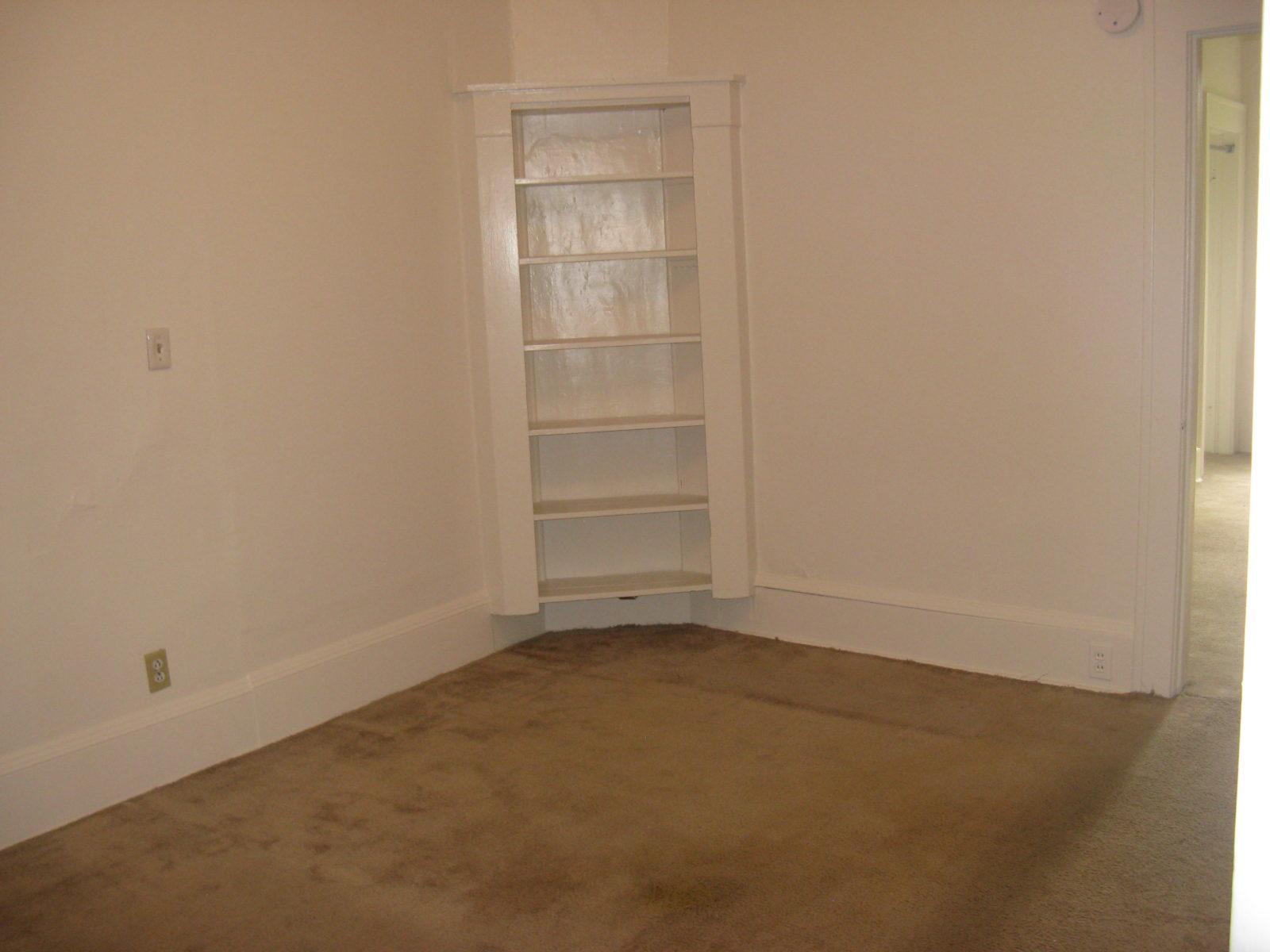 2473: Bedroom next to Bath