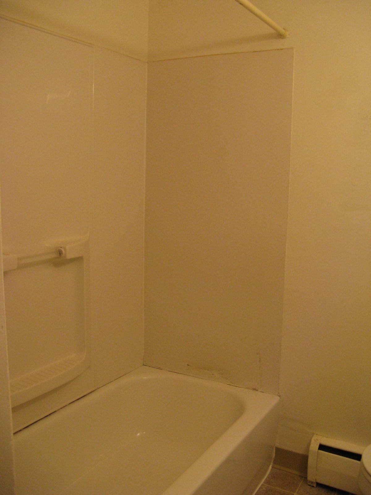694 Bathroom Tub