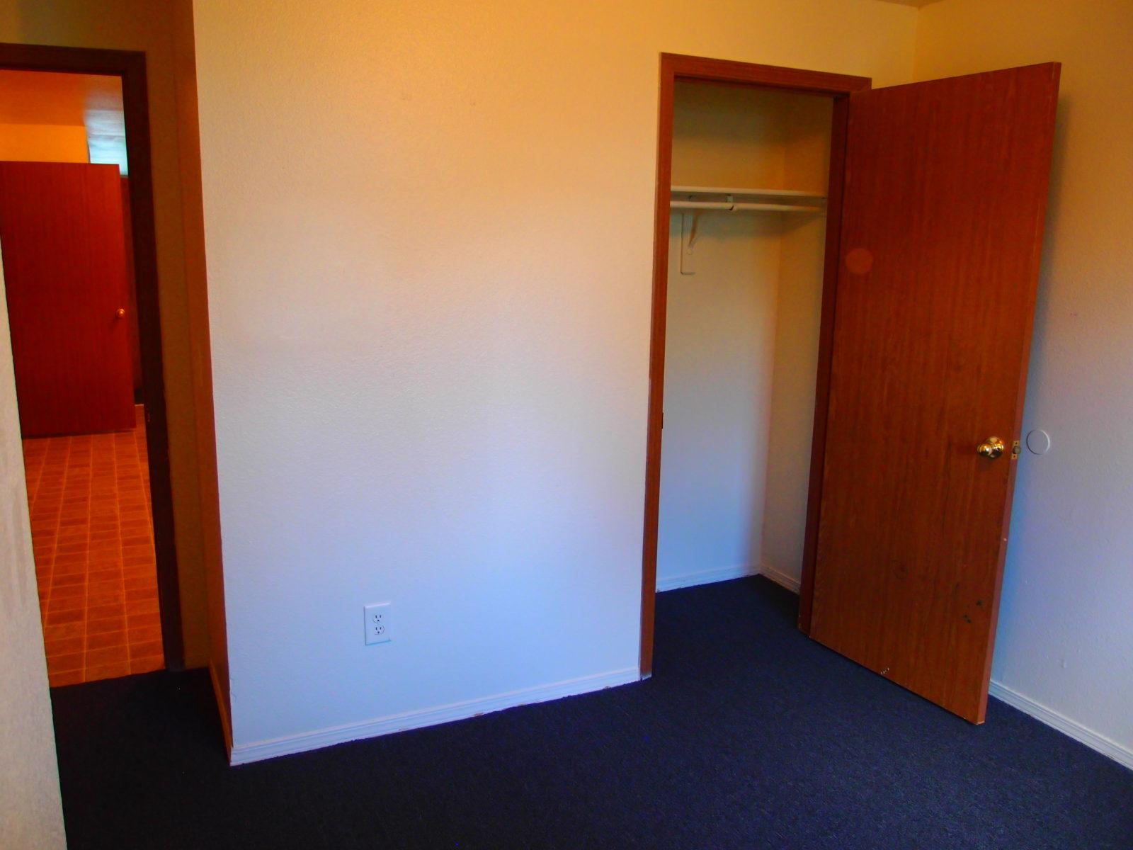 1443 A Bed 2 Closet