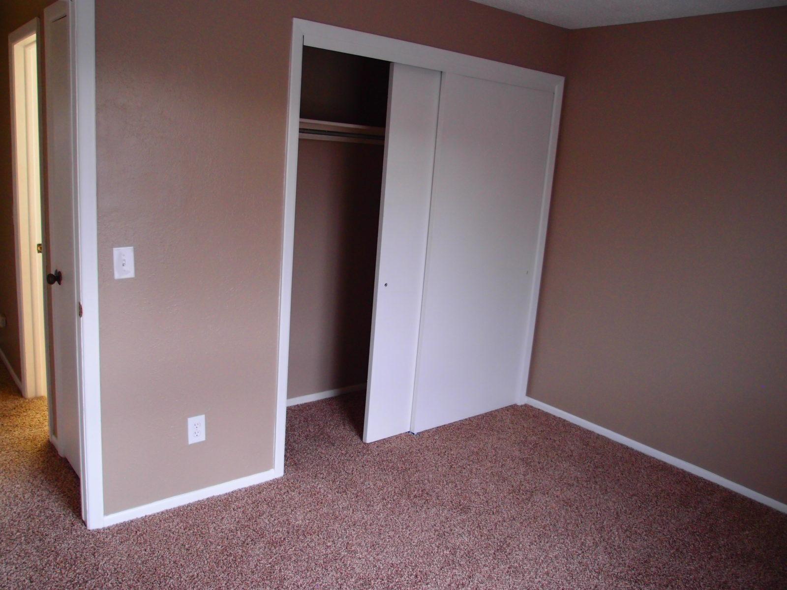 231 bed 3 closet