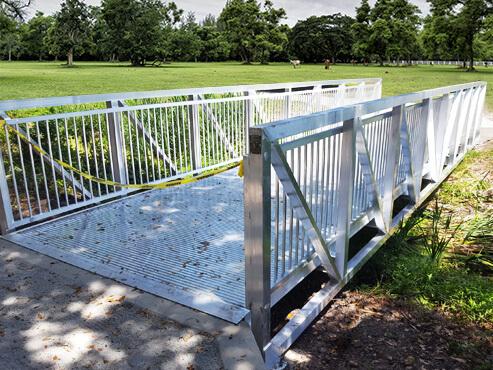 Aluminum bridge (10′ wide x 50′ long)
