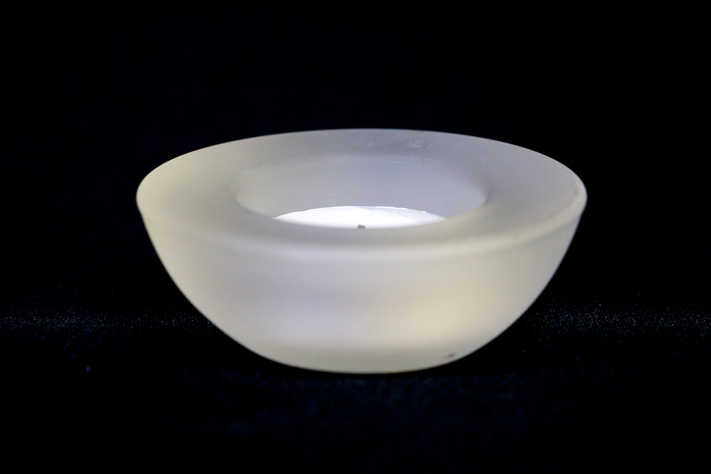 Round flat tea light