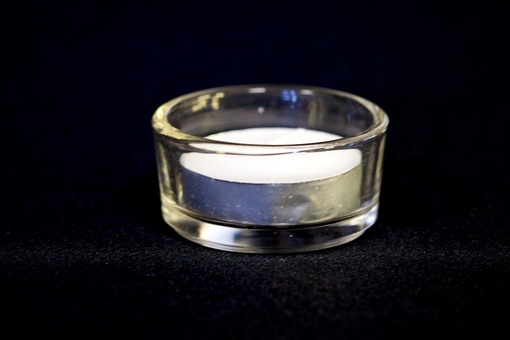 Flat round tea light