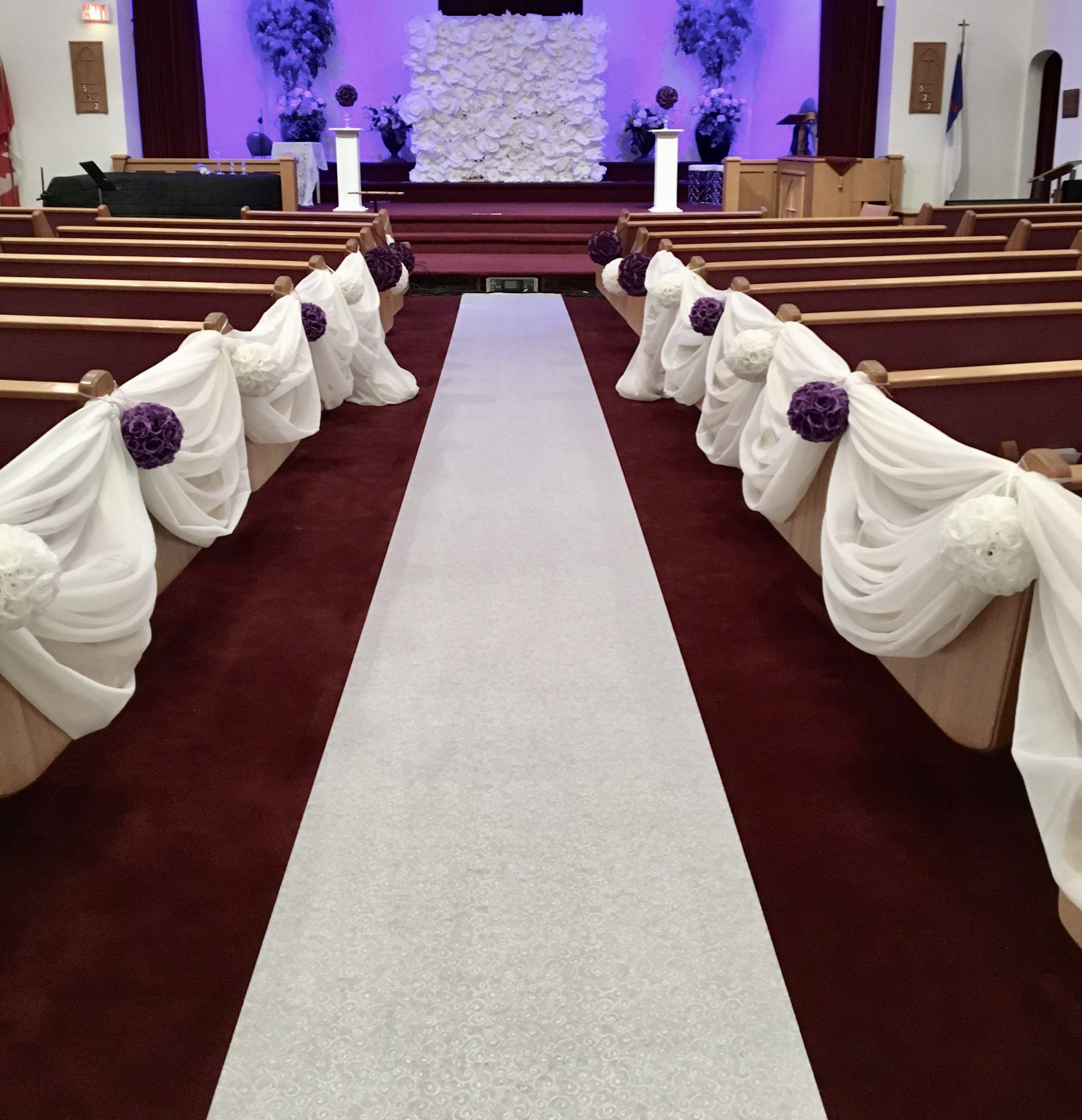 patterned aisle runner by Designer Weddings