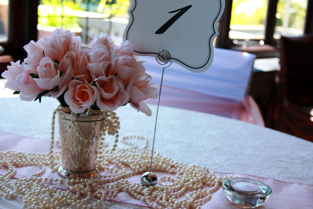Metal table number stand