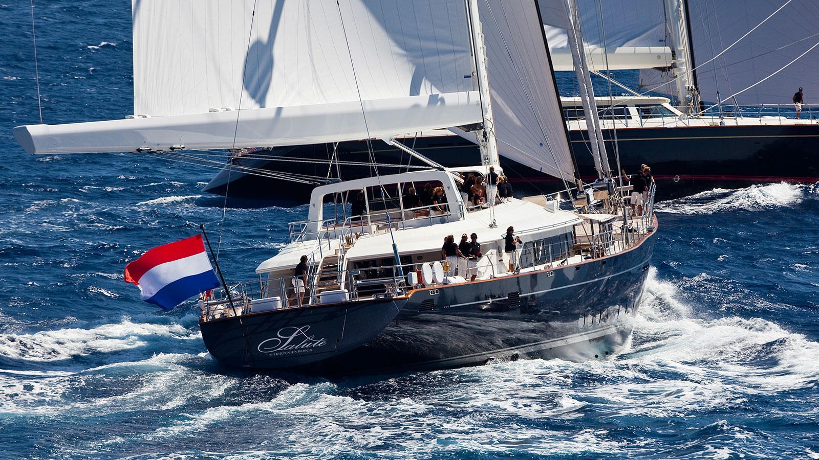 bayesan-super-yacht-saling-boat