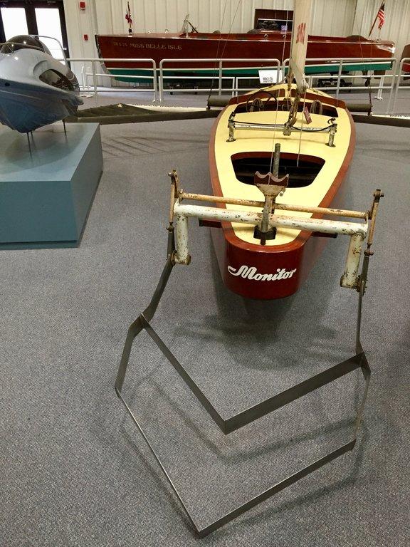 Monohull Hydrofoil 1950 Monitor 3