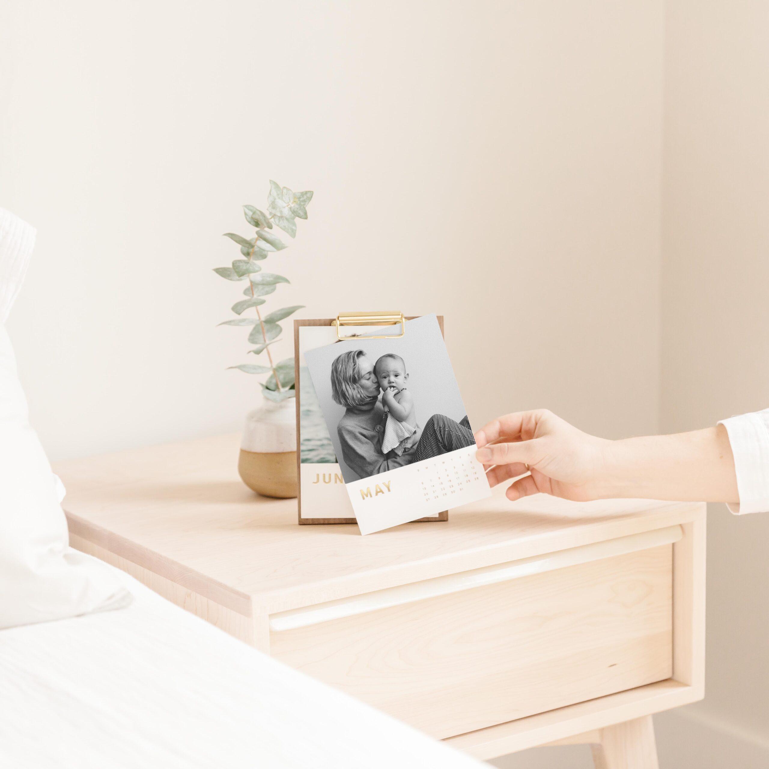 20190321-mothers-day-lifestyle-walnut-calendar-on-nightstand-hand-43