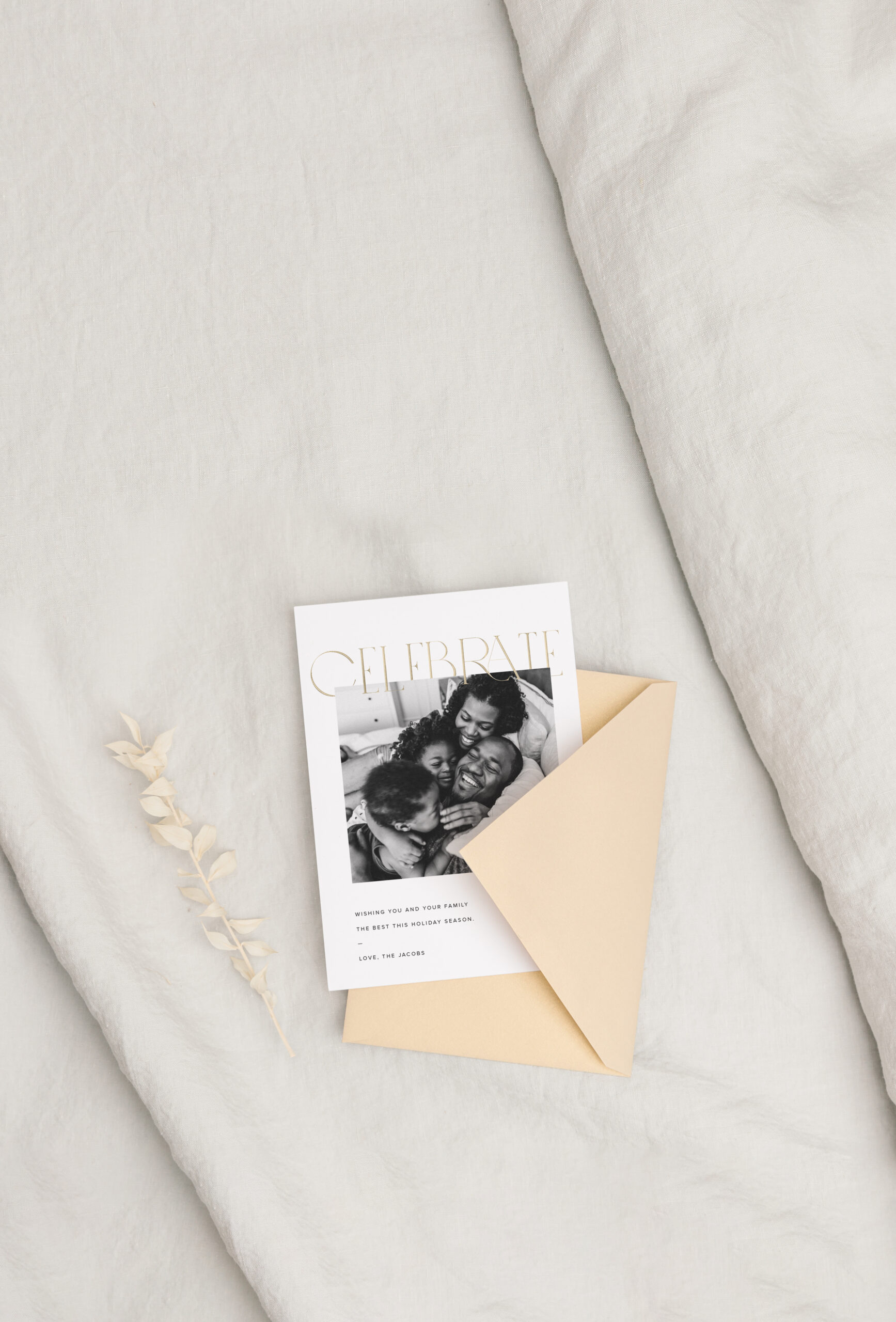 20191002-holiday-card-gold-envelope-top-down-on-linen-folded