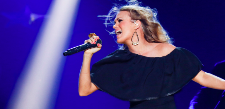 Carrie Underwood Performs CMT Music Awards