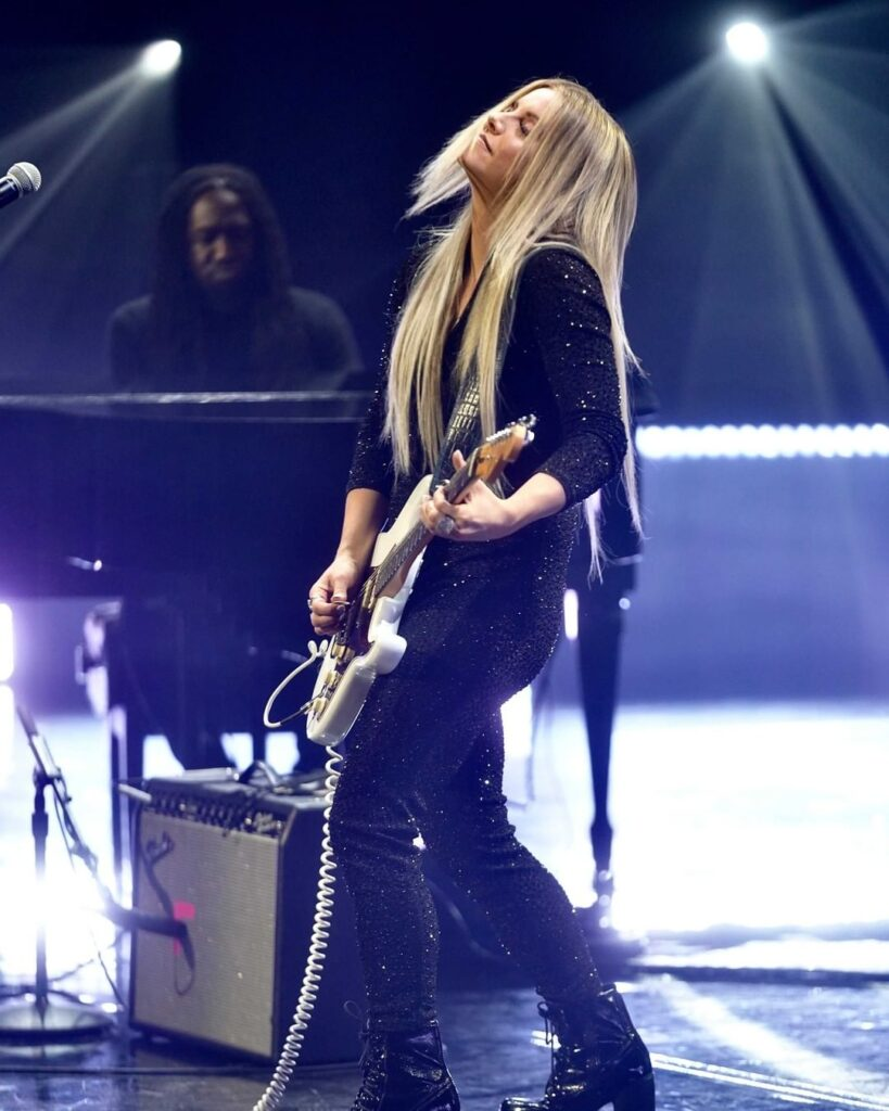 """Lindsay Ell performs """"wAnt me back"""" during the Opening Night Awards at The Junos."""
