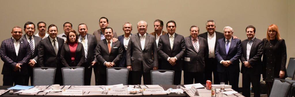 Gerardo Gaudiano acude a sesión de Consejo Nacional del PRD
