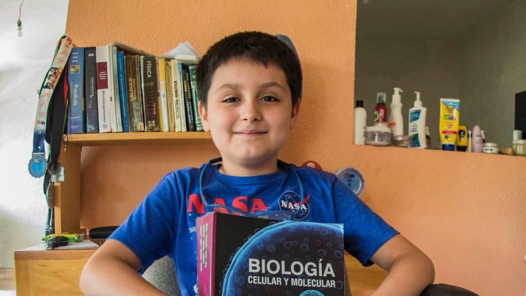 Tiene doce años y estudiará licenciatura en la UNAM