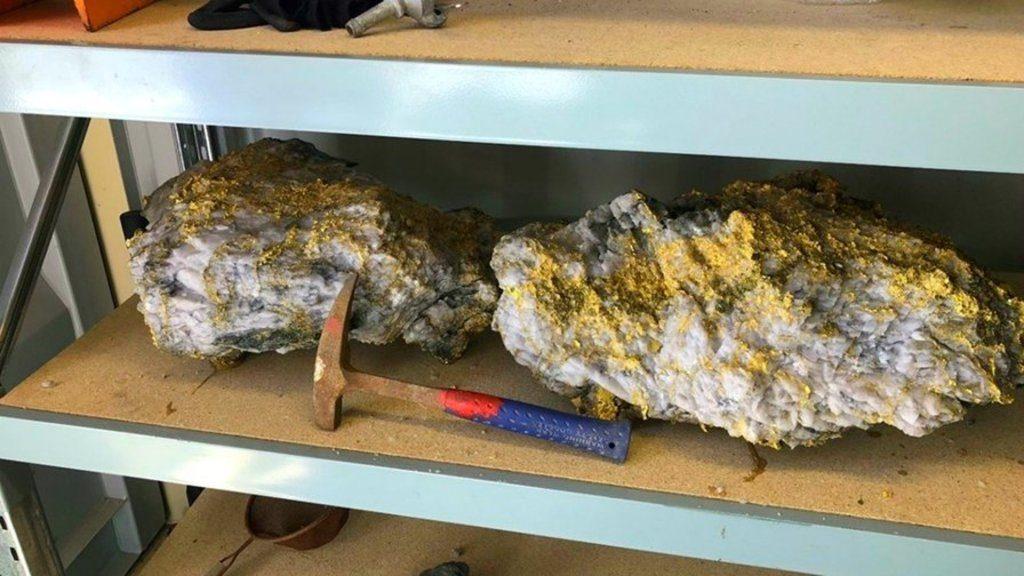 Encuentran dos enormes rocas con oro en Australia, valen cinco mdd