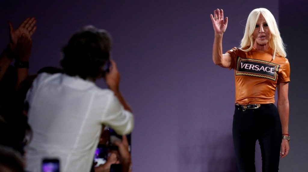 ¡Adiós! Versace deja de ser italiana, la compra la estadounidense Michael Kors