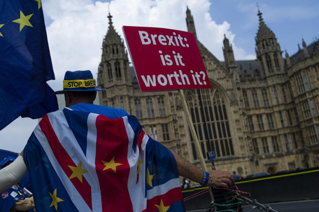 Frena Parlamento Británico tercer intento para votar acuerdo Brexit