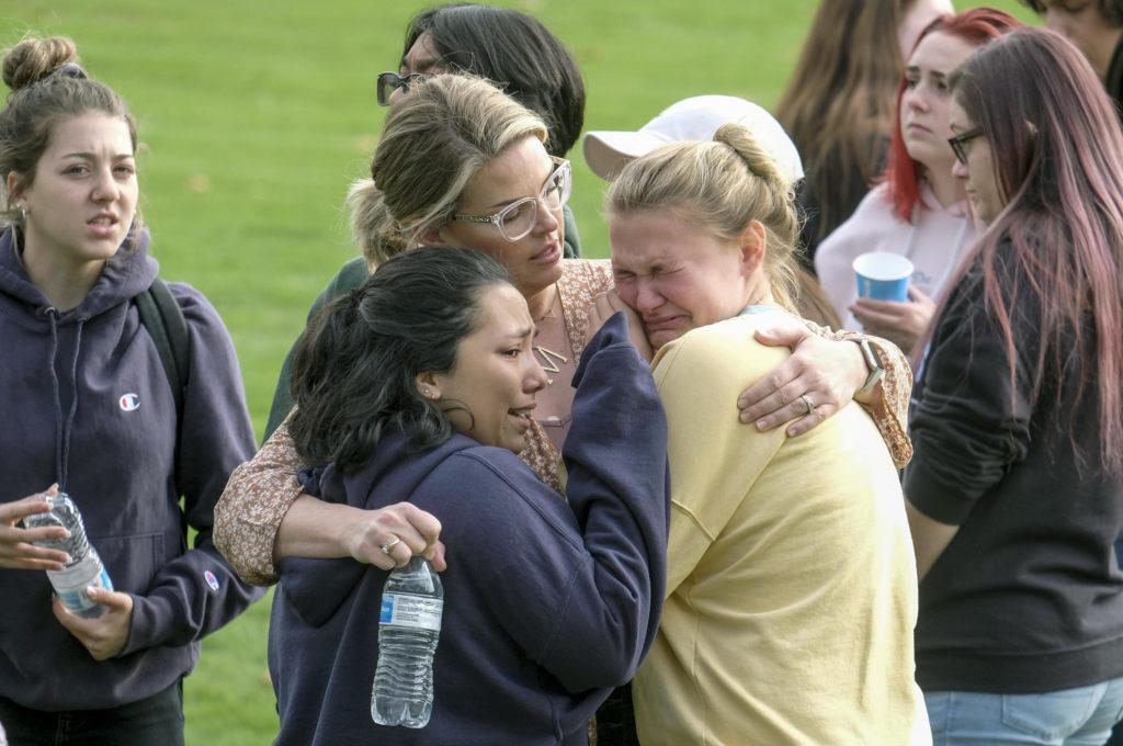 Dos muertos y varios heridos en tiroteo en escuela de Santa Clarita en Estados Unidos