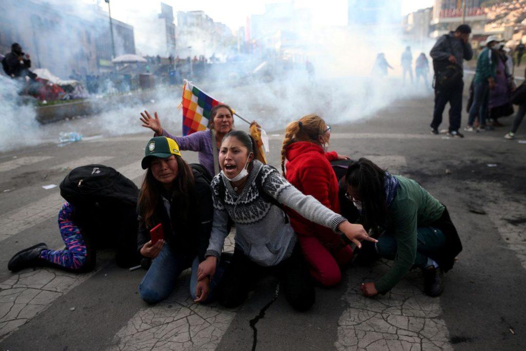 Violencia en Bolivia deja al menos ocho muertos, policía y ejército reprimen manifestaciones