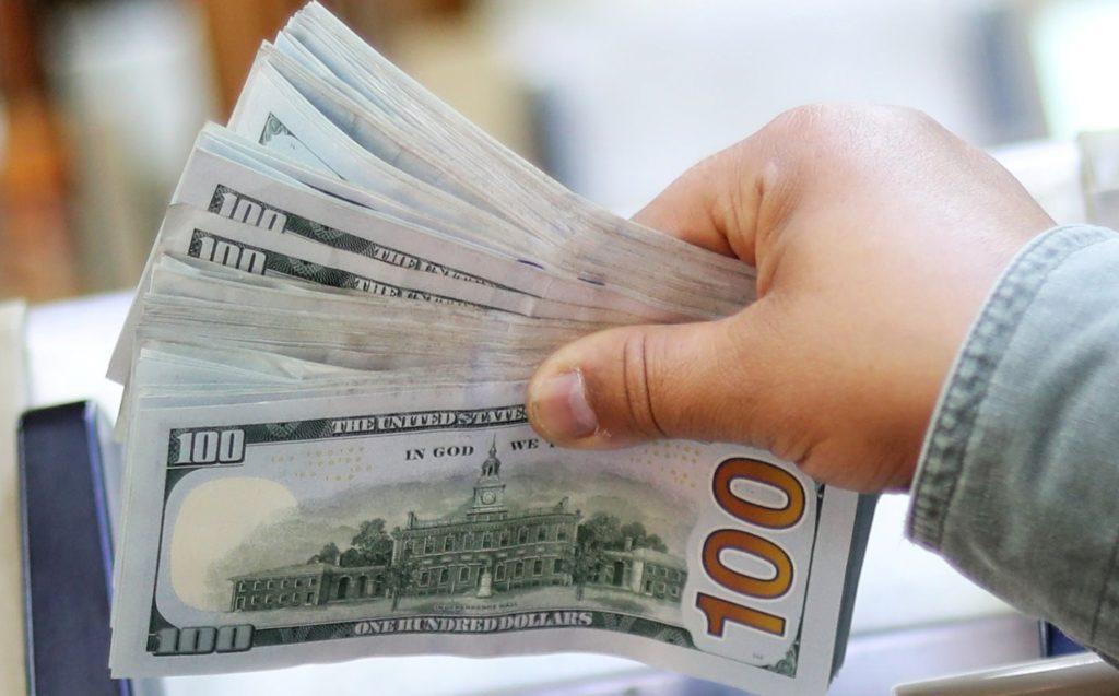 Nuevo máximo histórico, el dolar cierra la semana arriba de los 25 pesos