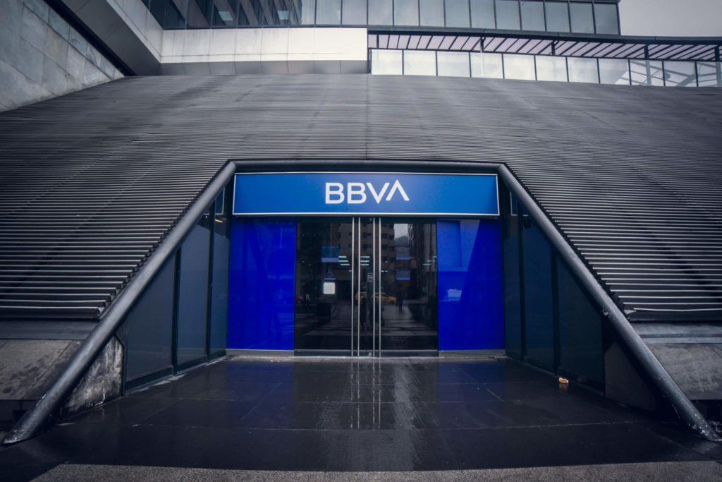 BBVA anuncia apoyos por contingencia pero… es casi imposible acceder a ellos