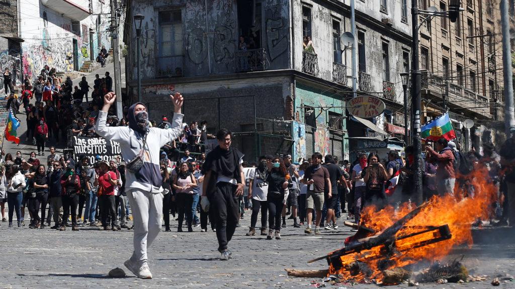 Podrían generarse disturbios si no hay medidas gubernamentales para mitigar la pandemia: FMI