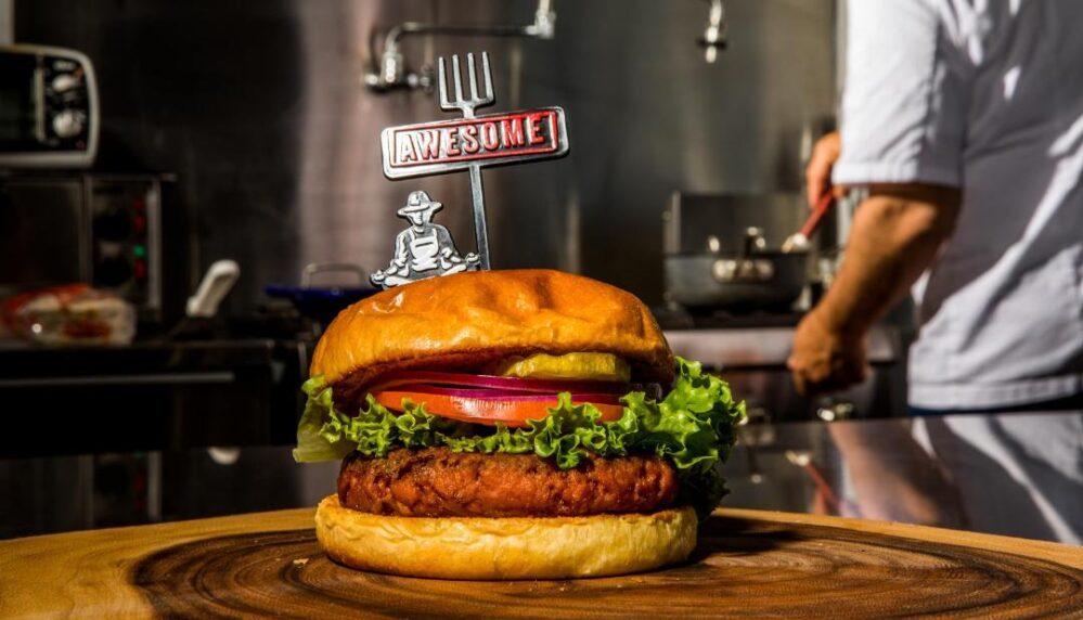 Awesome Burger, la apuesta de Nestlé por una hamburguesa vegetariana en México