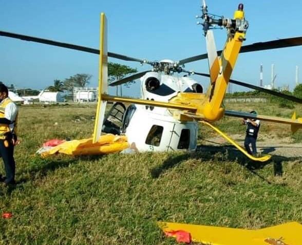 Con elementos de la Marina se accidenta el helicóptero XA-UQV cerca de Dos Bocas, Tabasco