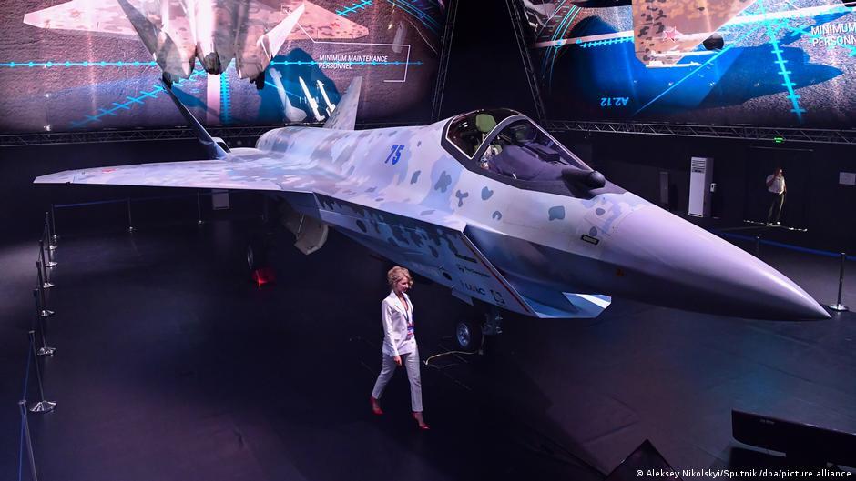 Presentan Checkmate, el nuevo avión caza de combate ruso