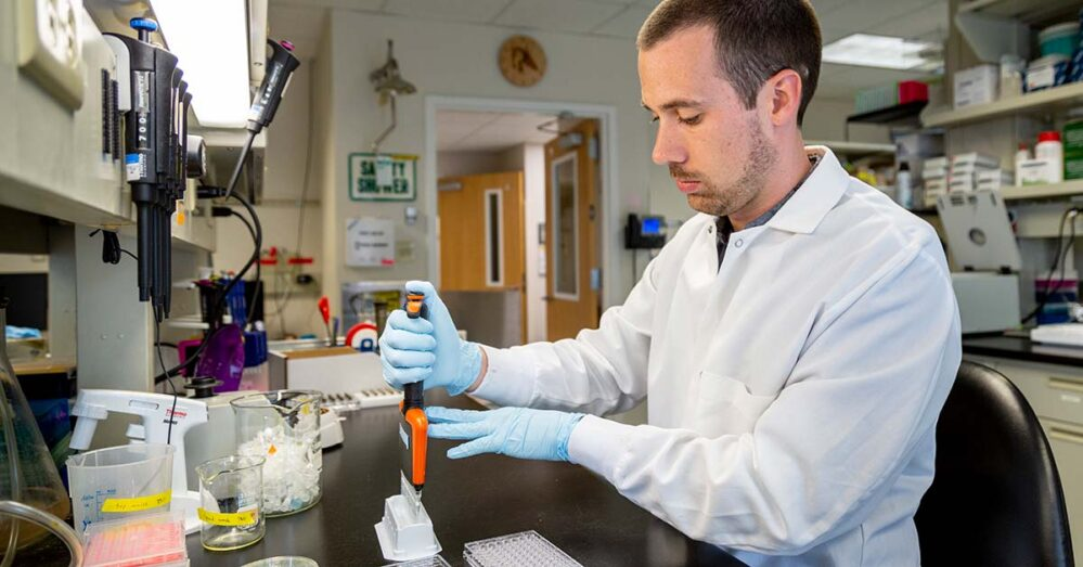 Encuentran superanticuerpo capaz de bloquear todas las variantes del coronavirus