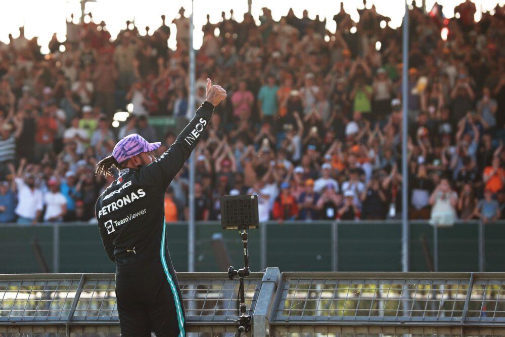 Checo Pérez saldrá en quinto y Lewis Hamilton arrancará primero en Silvertone