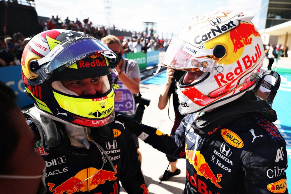 Verstappen le gana a Hamilton y Checo Pérez queda en tercero en el Gran Premio de Estados Unidos