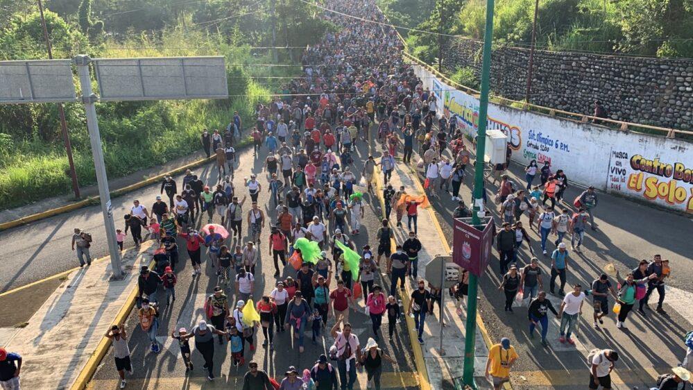 Miles de migrantes inician caravana desde Chiapas con destino a la Ciudad de México