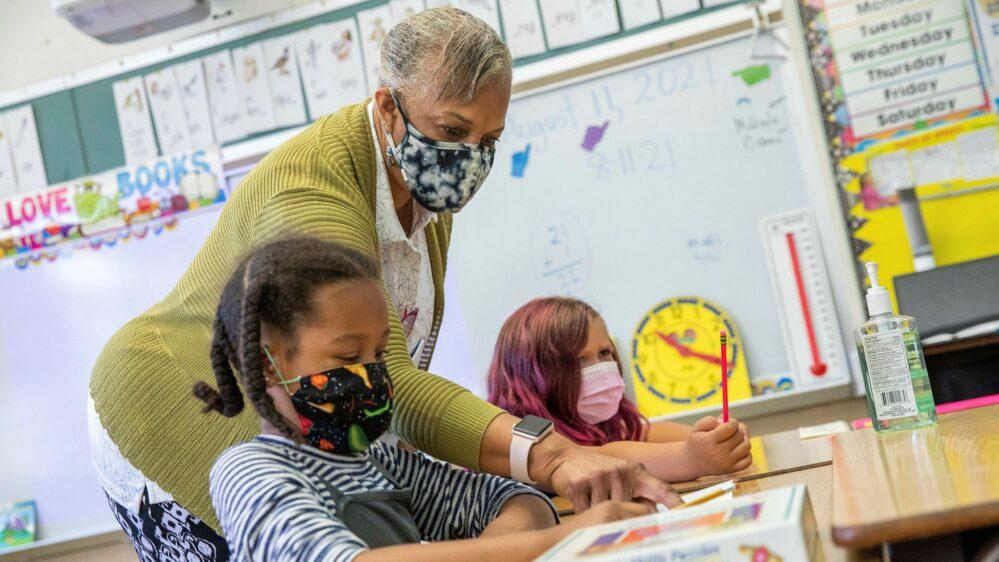 California exigirá a estudiantes mayores de 12 años vacuna contra Covid