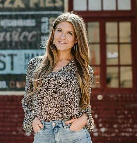 Episode #22 – How to always have new content for Instagram with Sarah Wallace of Sarah Lynn Co
