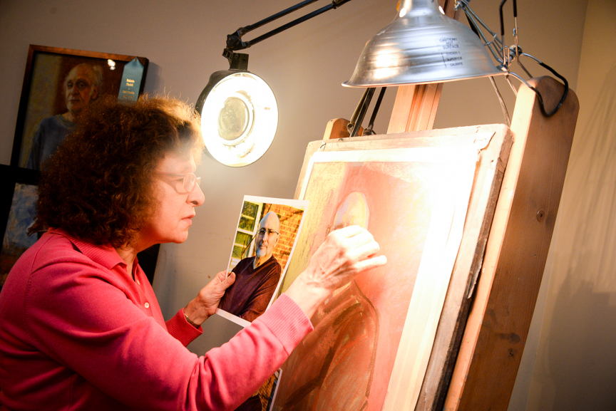 And she's off! Local artist Sharon Matisoff looking to break into world of equine art