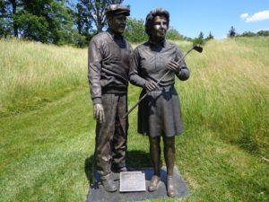 DSC06703 Pete and Alice statue DS