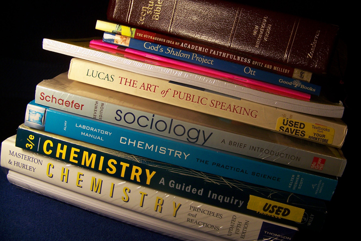 3 Ways to Save Money on College Text Books