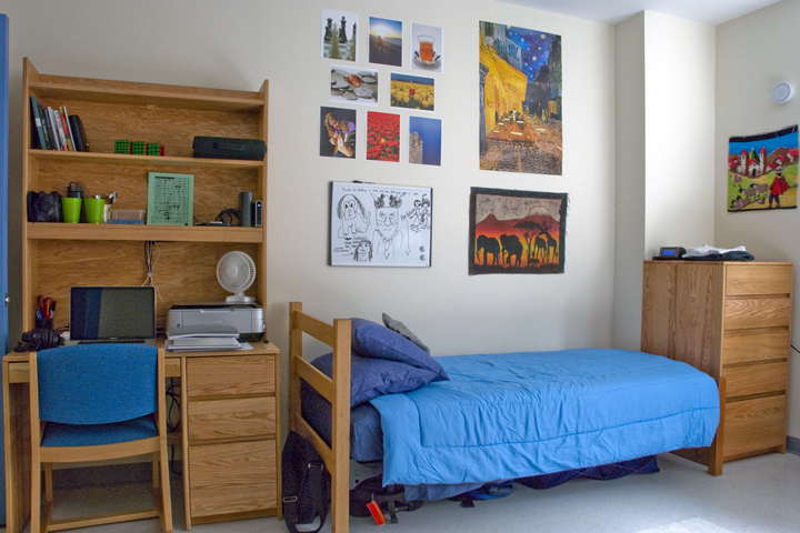 Maximizing Space in Your Cramped Dorm Room