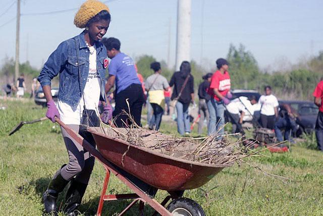 Amandla Baraka, Howard University sophomore public relations major from Newark, New Jersey, works hard to clear debris from a work site in New Orleans, LA during Alternative Spring Break 2013.