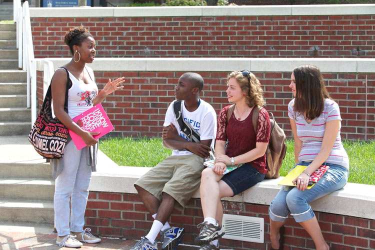 ennessee State University sophomore Victoria Turner offered advice about campus life to freshmen Tony Bowens, Jr, Alanta, Ga; Brie Walsh of Bethlehem, New Hampshire; and Jessica Rhea of Nashville.