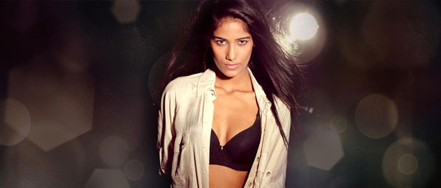 Poonam Pandey cheers for Team India and STRIPS on every wicket