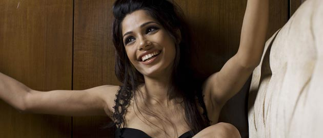 Freida Pinto To Host The Vanity Fair Pre Oscar Party, For The 2nd Time!